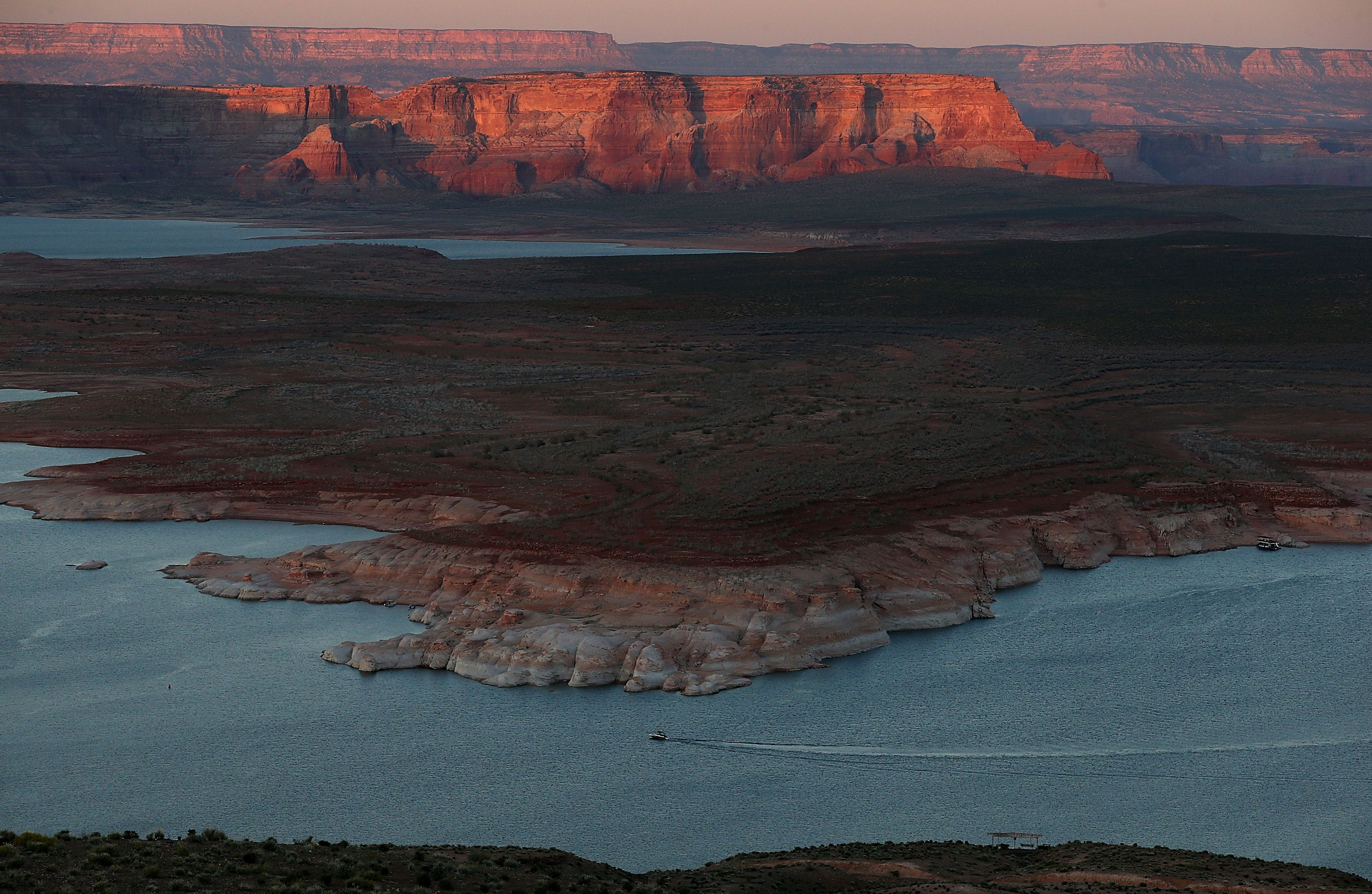 1.5 billion tons of water evaporates from the Colorado River - Axios