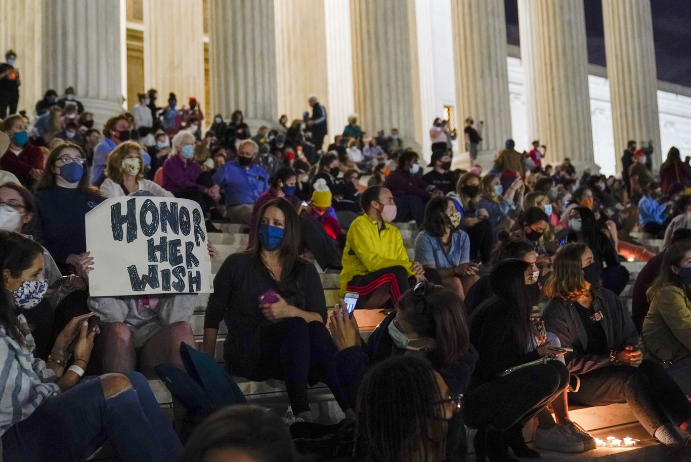 Hundreds gather to pay tribute to Justice Ruth Bader Ginsburg along Supreme Court steps thumbnail
