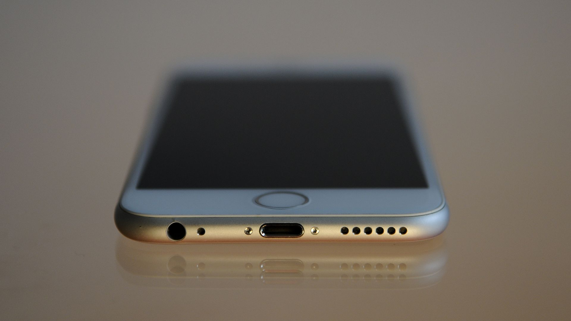 iPhone 6 viewed from the front edge