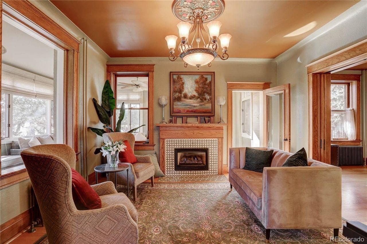 1205 Oneida St.  living room