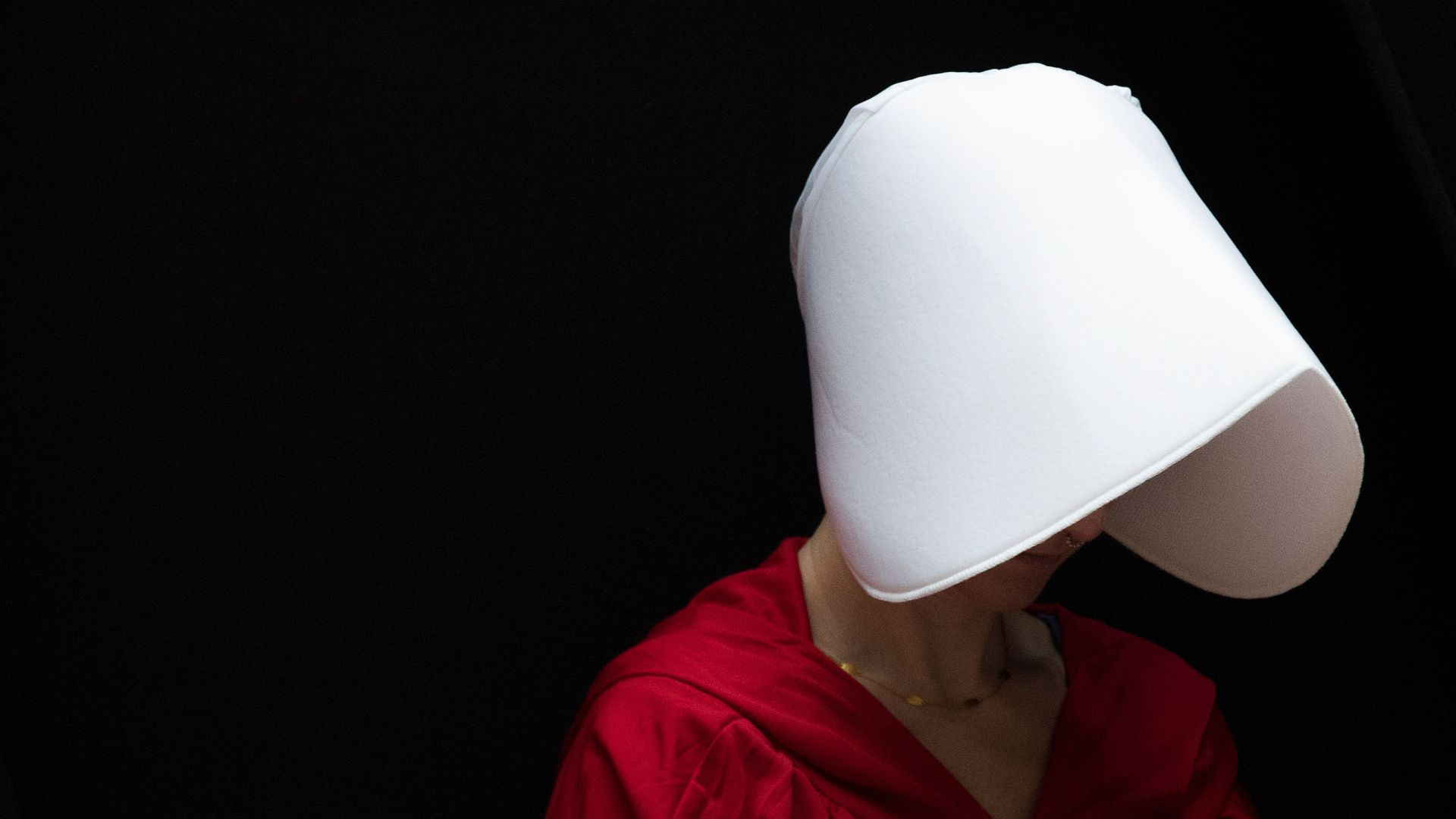 A woman dressed as a character from the Handmaid's Tale.