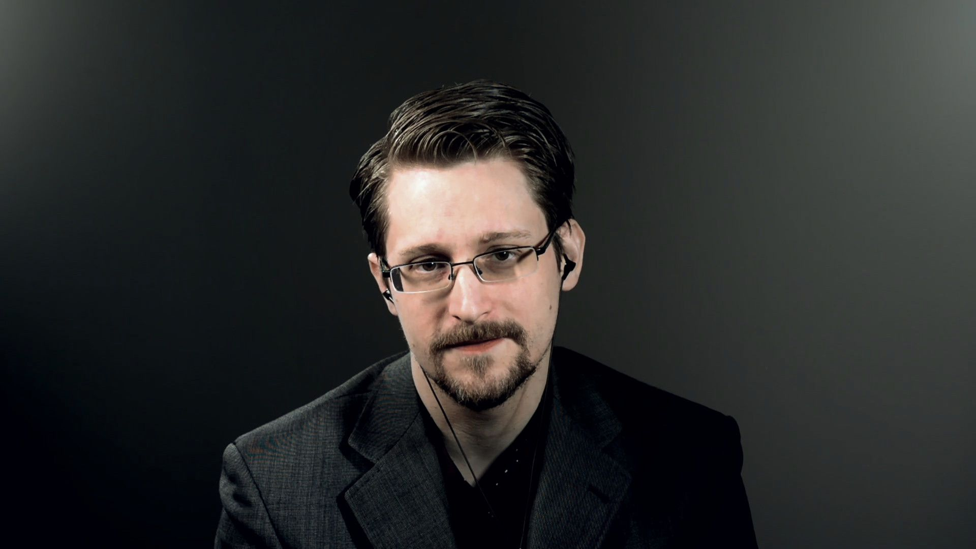 """Edward Snowden tells """"Axios on HBO"""" what he gave up to ..."""