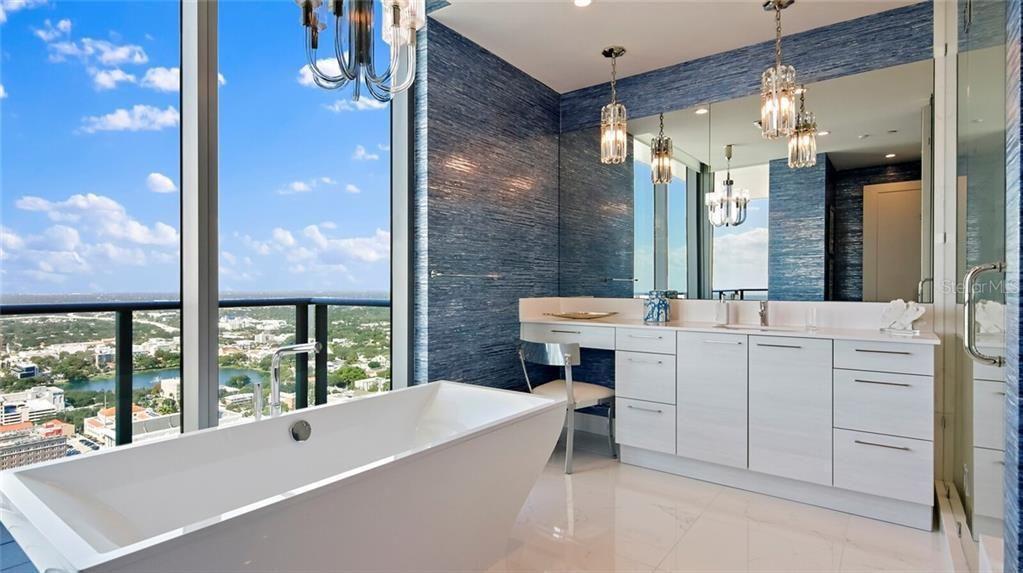 100 1st Ave N #4101 bathroom