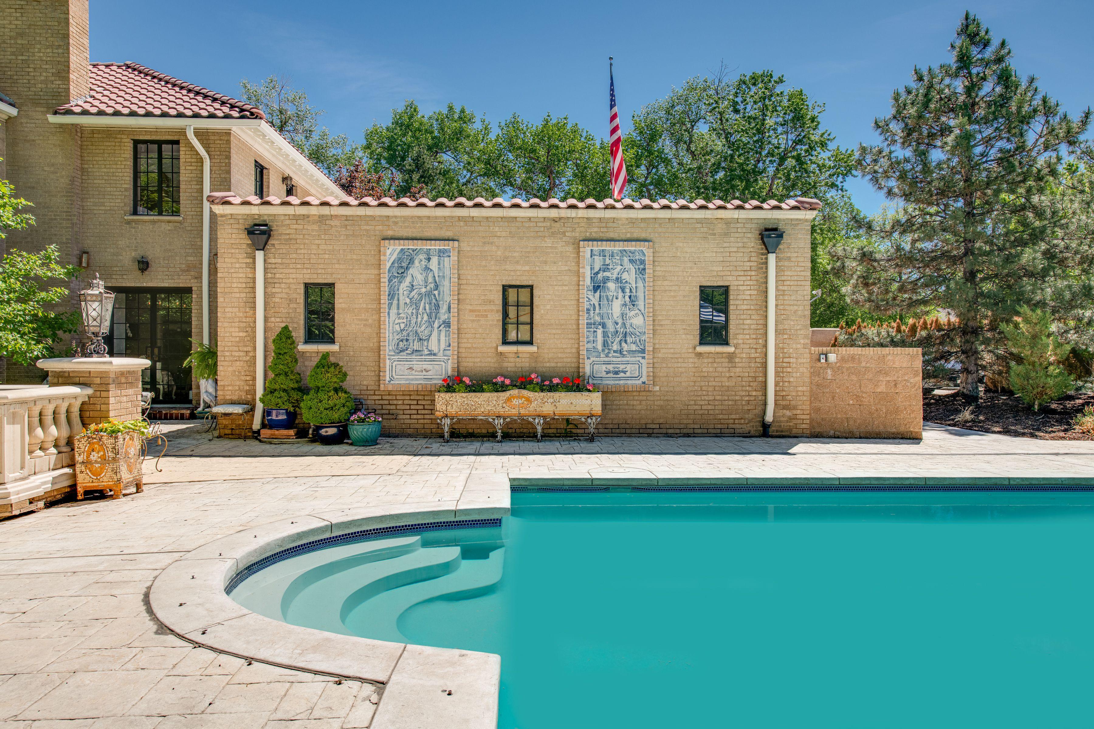 3125 E. Exposition pool