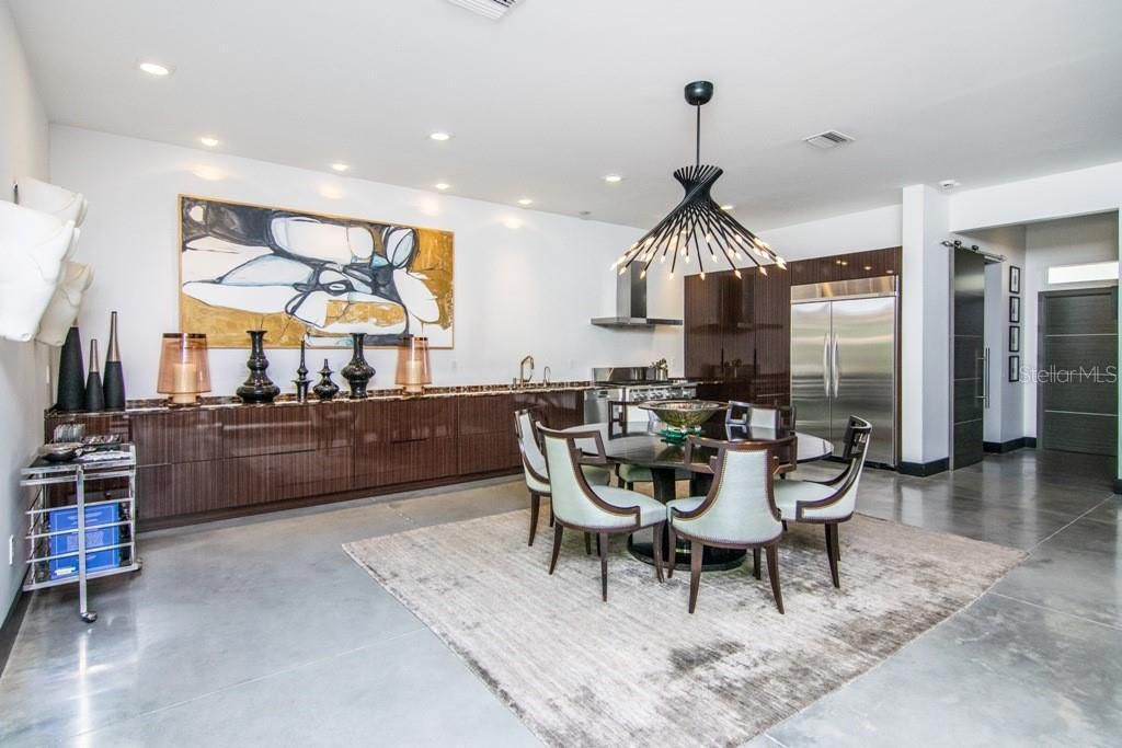 2911 W Fair Oaks Ave dining and kitchen