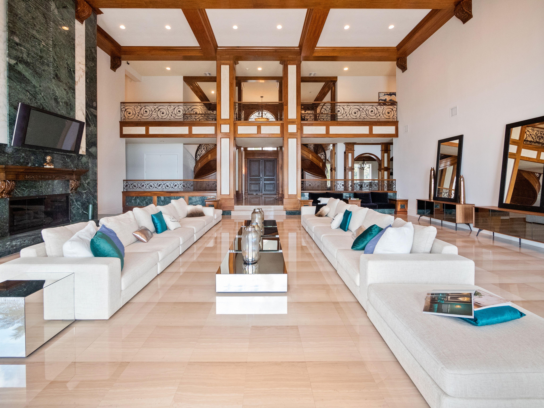 Shaq's Florida estate living room