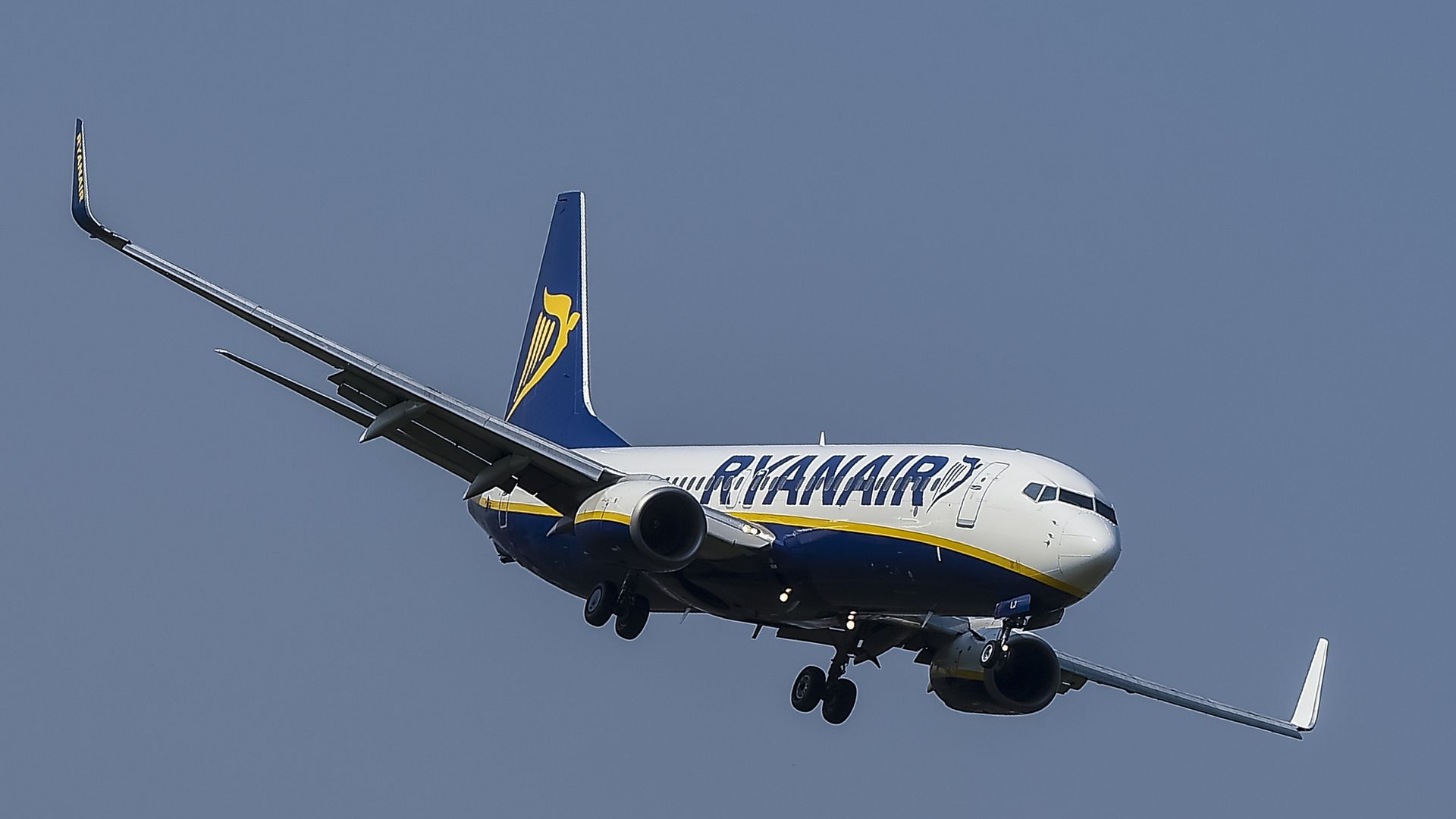 A Ryanair Boeing 737-800 aircraft approches