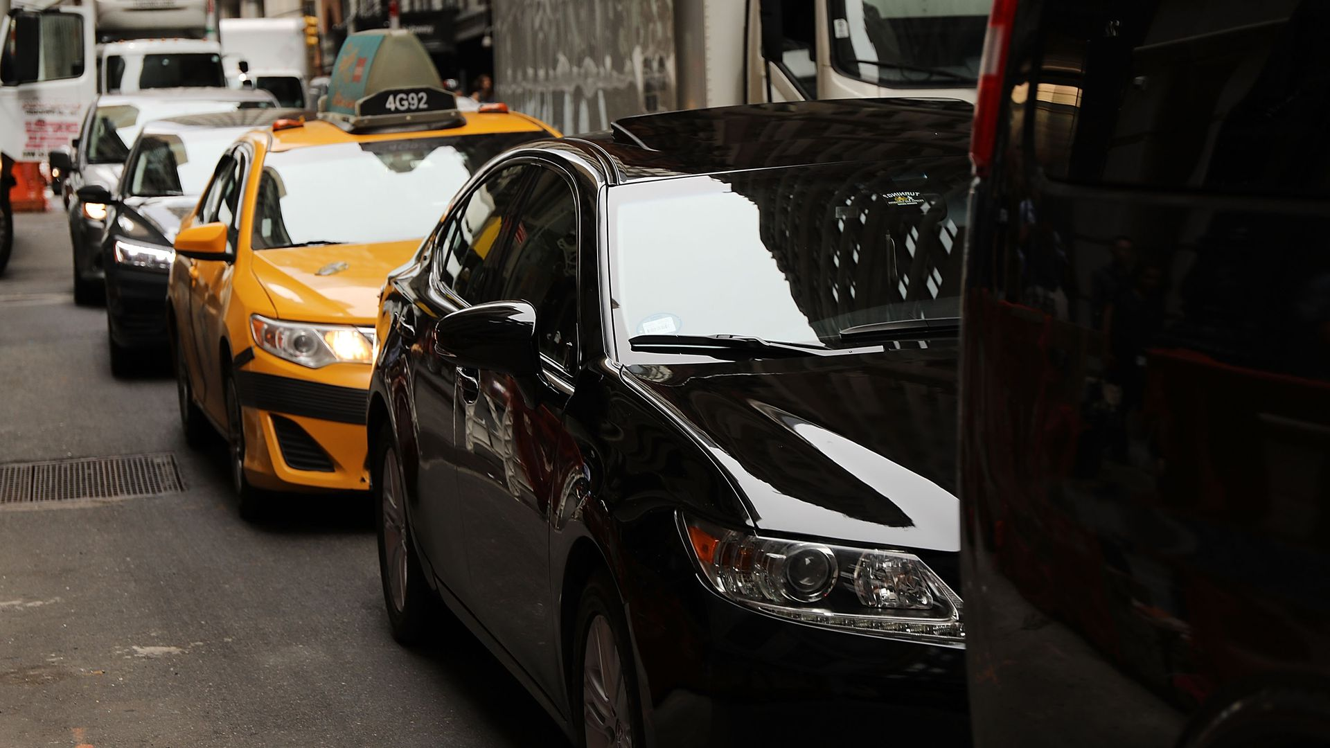 A line of cars and taxis in New York