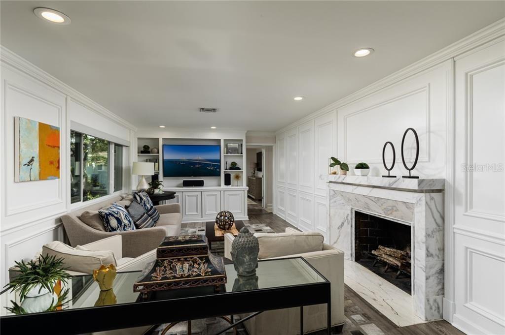 1100 Brightwaters Blvd Ne living room