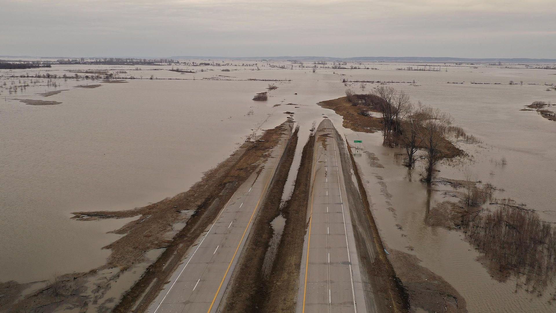Highway ends in floodwaters in Iowa