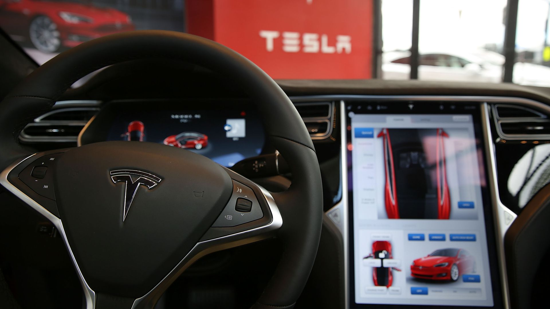 Steering wheel and dashboard display of a Tesla