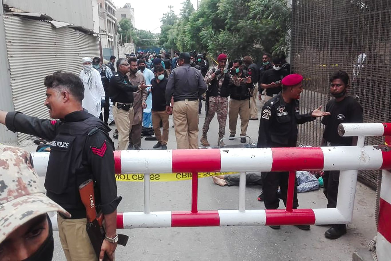 Pakistan Stock Exchange building attacked by gunmen thumbnail