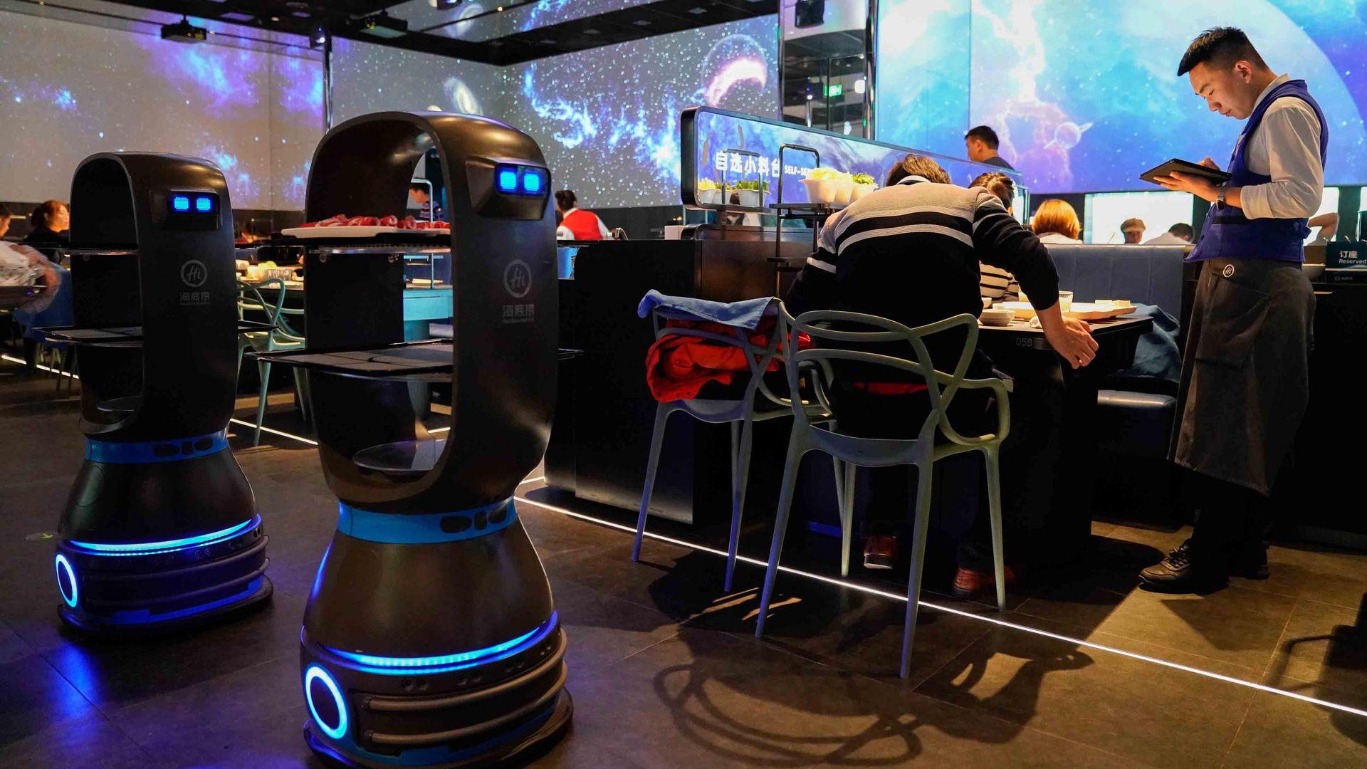 Delivery robots in restaurants
