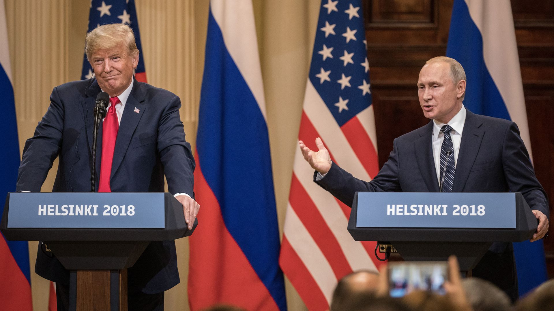 Donald trump and vladimir putin at helsinki summit