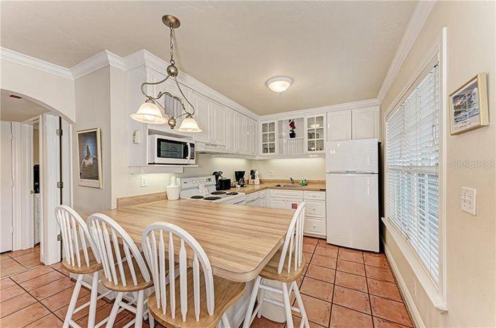 1325 Gulf Dr N #231 kitchen