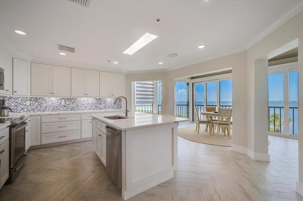 4545 Bay Club Dr #4545  kitchen