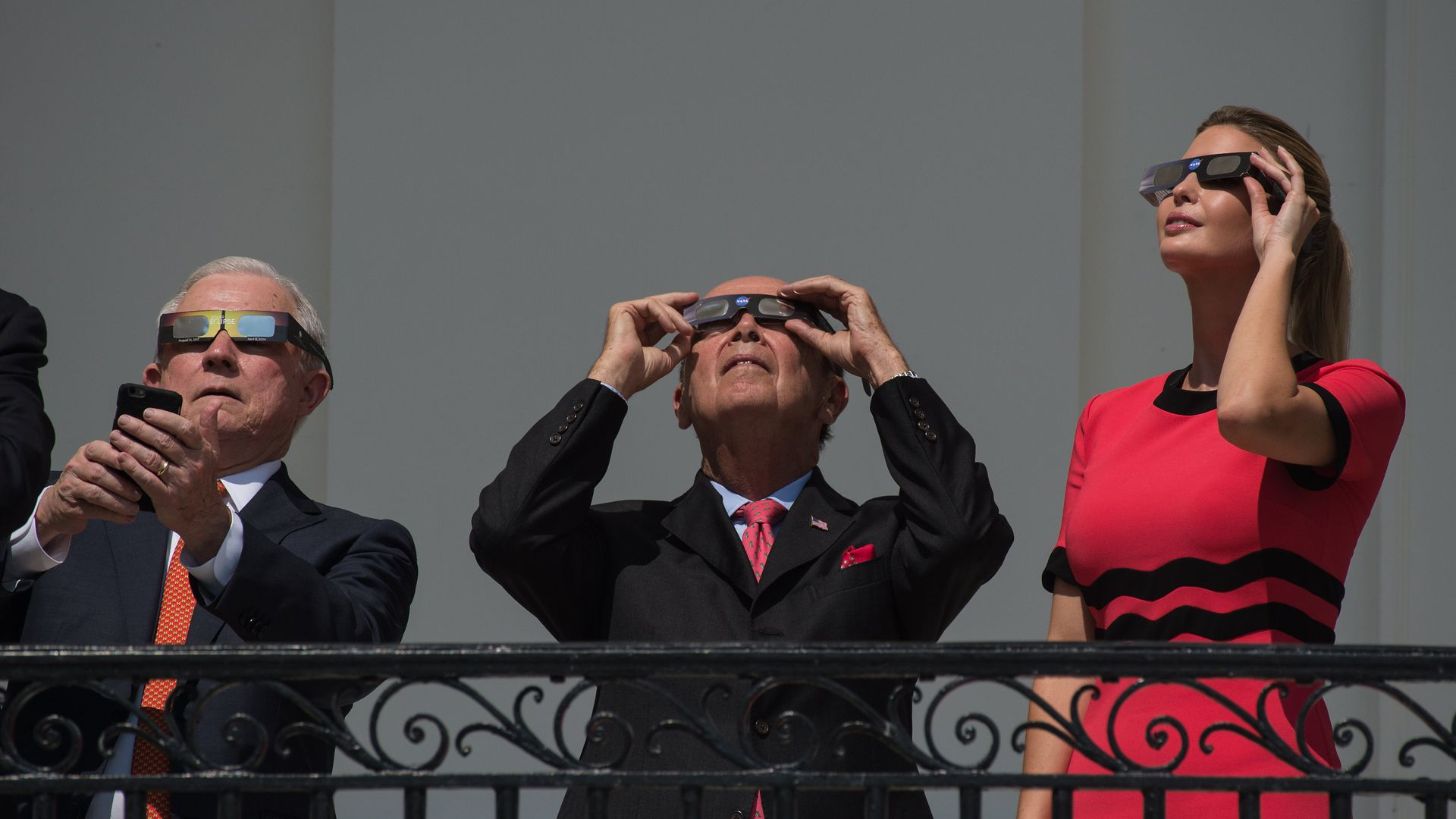 Solar eclipse viewing
