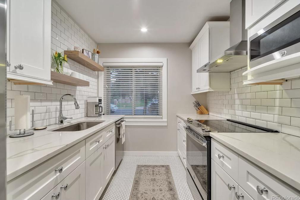 7025 E. 3rd Ave. kitchen