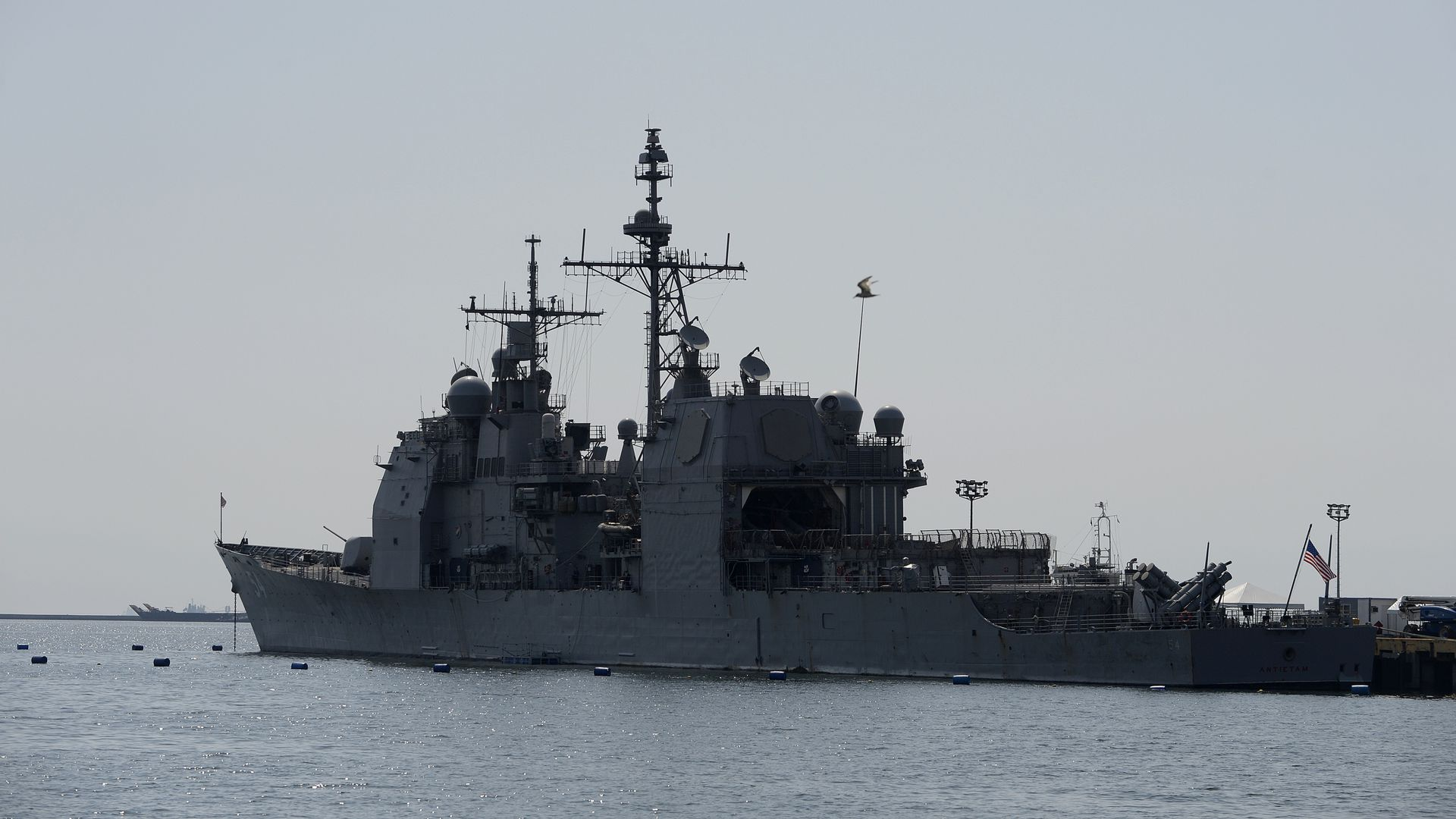 The US Navy's guided missile cruiser USS Antietam (CG-54) is seen docked at a port in Manila on March 14, 2016.