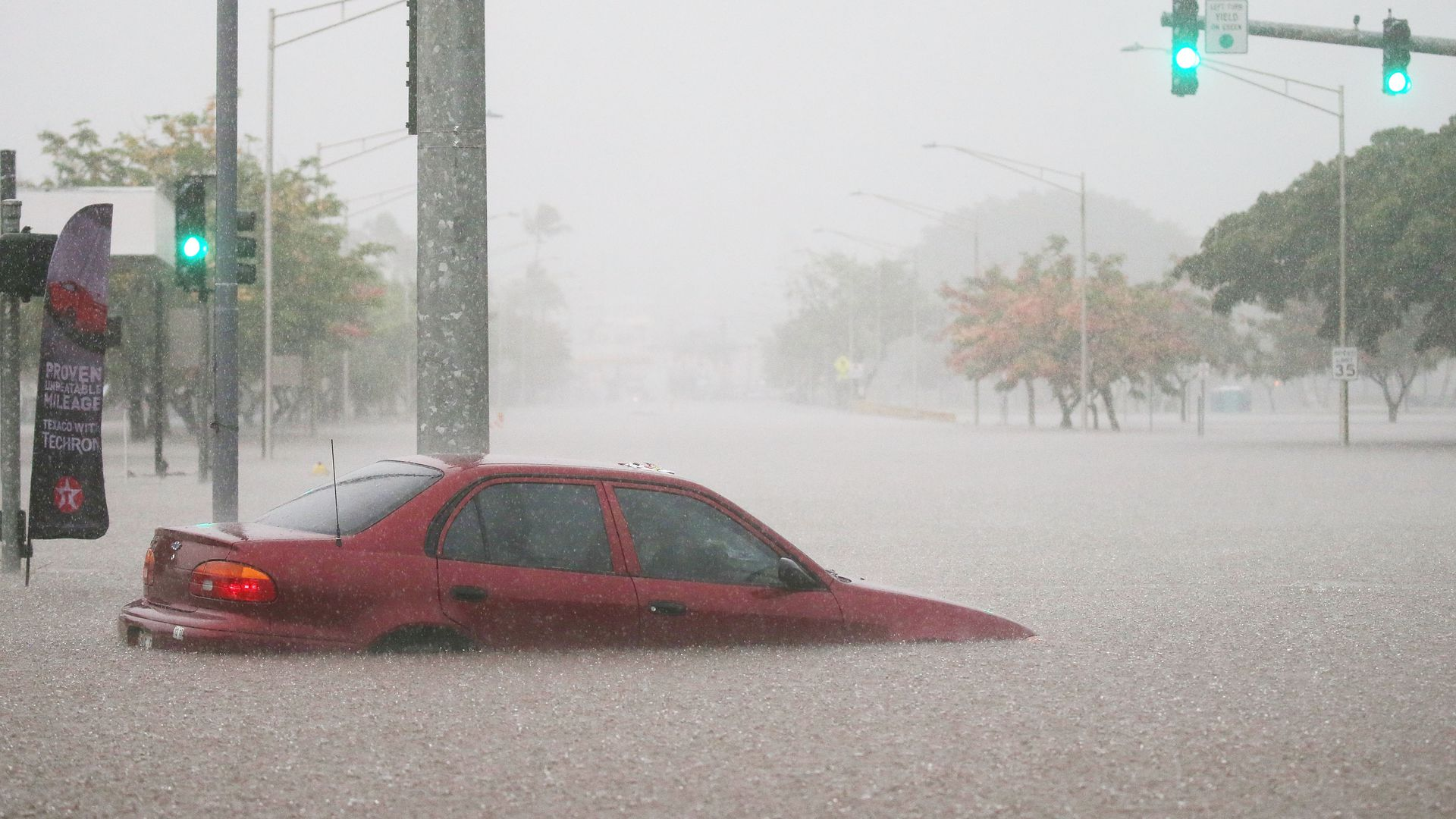 Flooding Rains Inundate Parts Of Hawaii After Hurricane Lane S Winds Diminish
