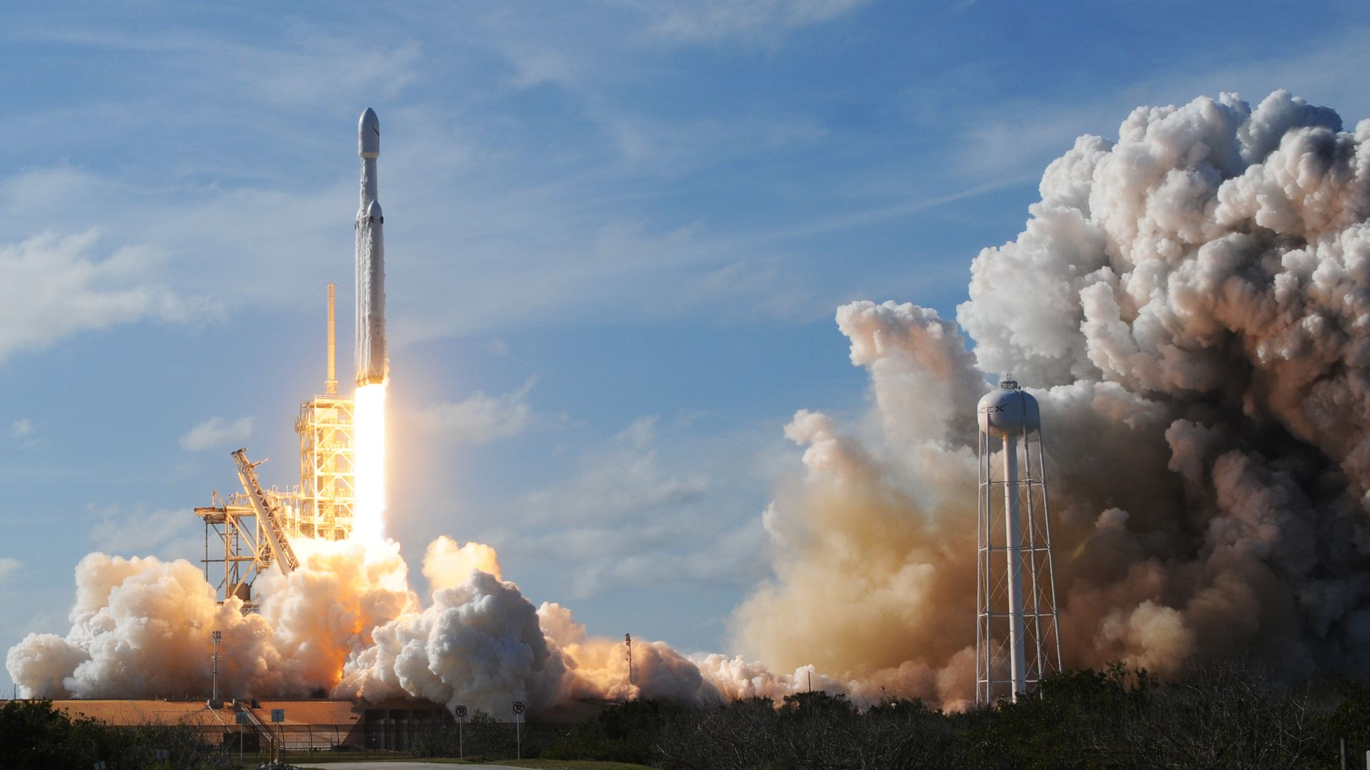 SpaceX Falcon Heavy launches