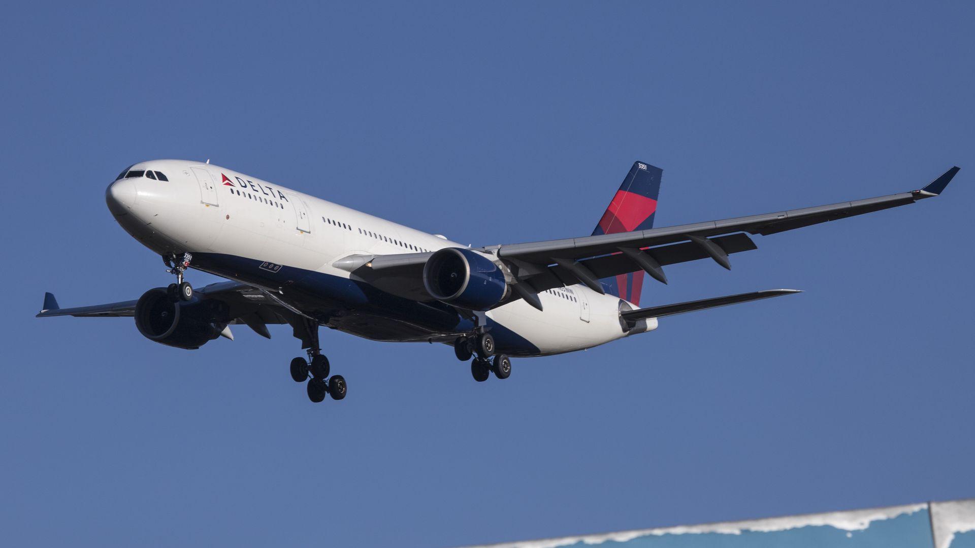 Delta plane landing