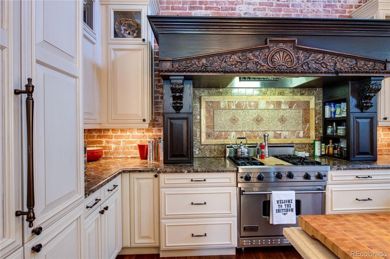 2401 East 5th Avenue, Unit 1 stove