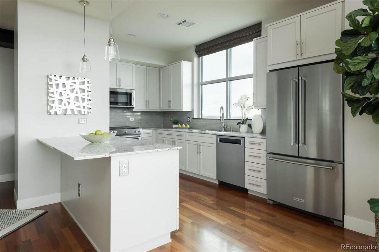 2001 Lincoln St #1622 kitchen