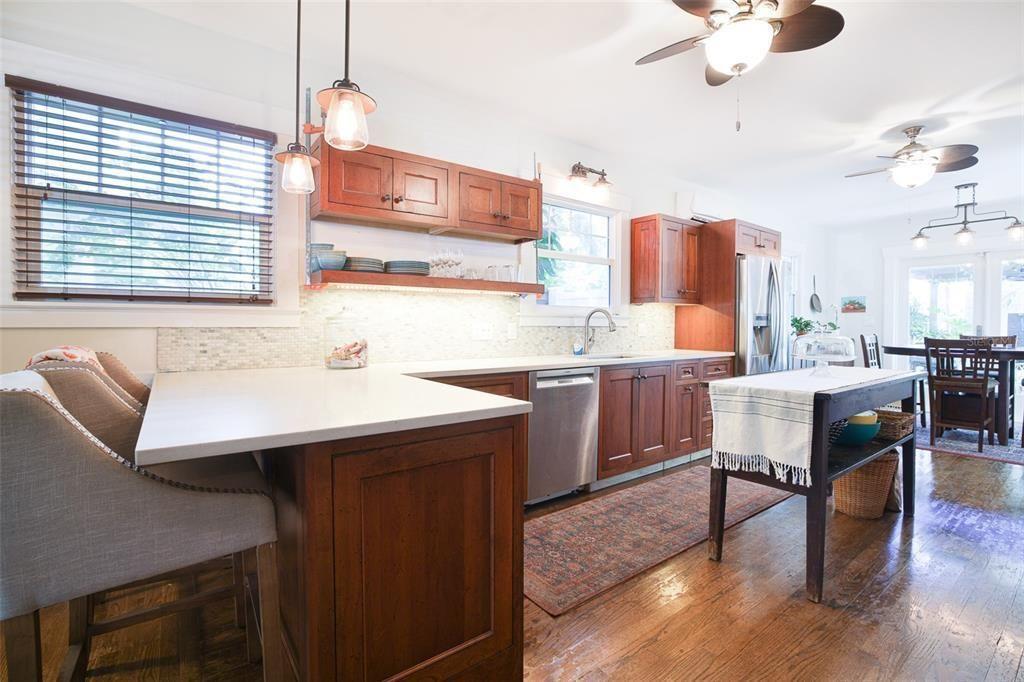 117 6th Ave. NE kitchen