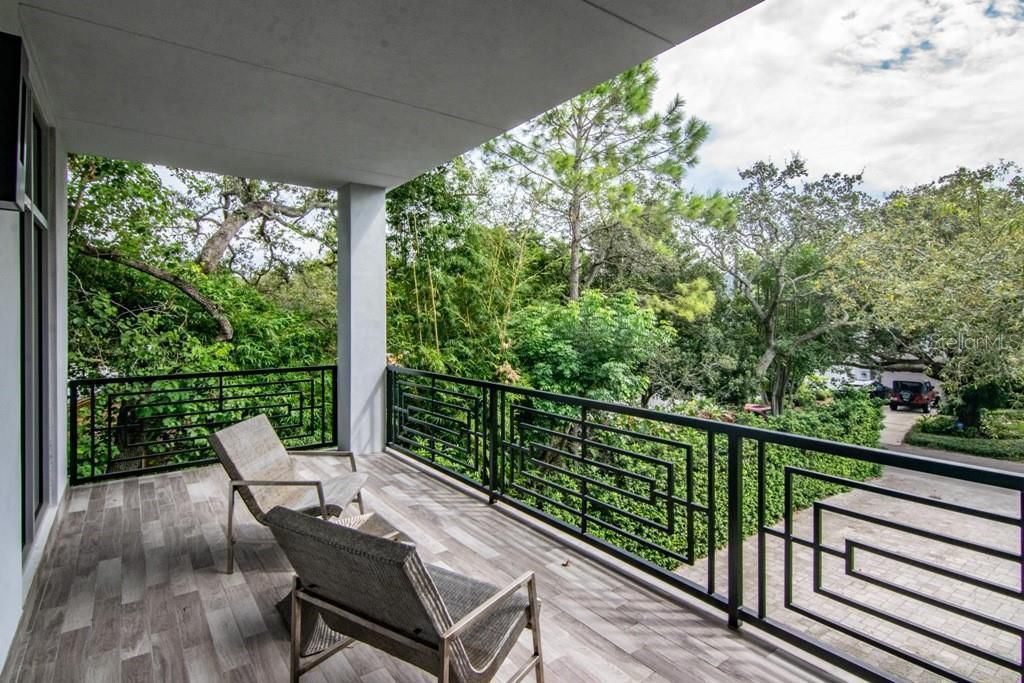 2911 W Fair Oaks Ave, private balcony off owner's suite
