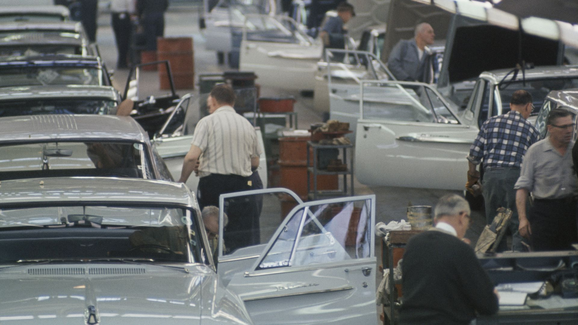 a Plymouth assembly line in 1962