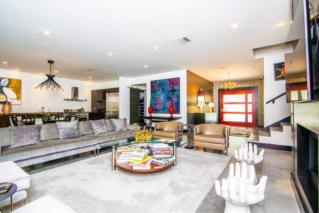 2911 W Fair Oaks Ave living room furniture