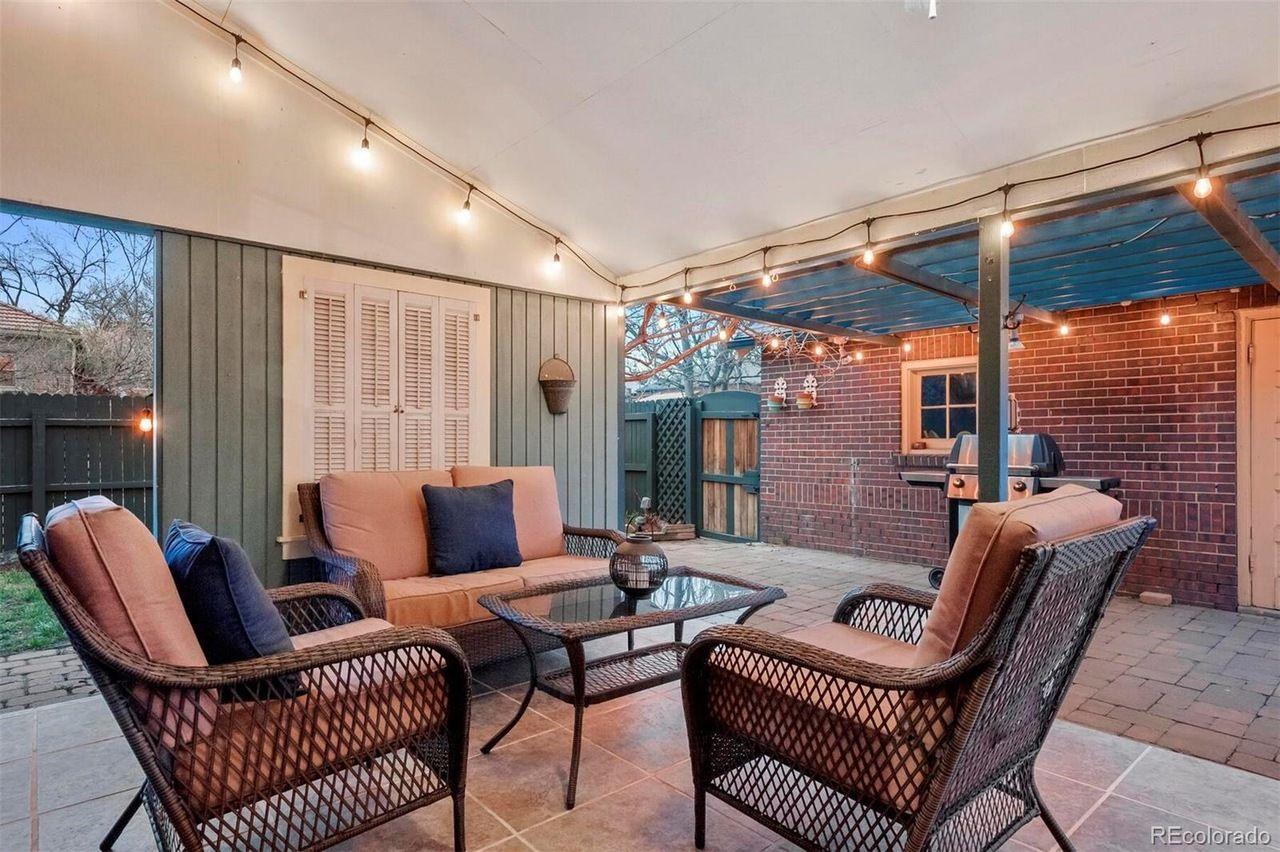 1401 Dahlia St. porch