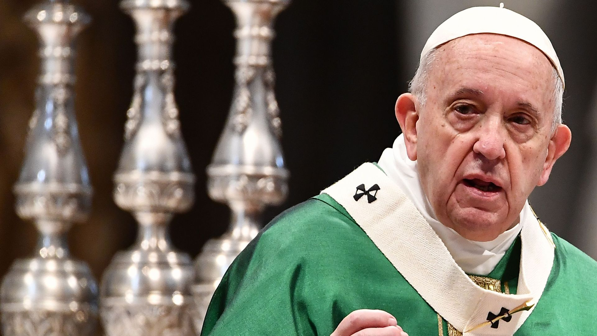 """Pope Francis urges people to vow """"never again"""" on Holocaust"""