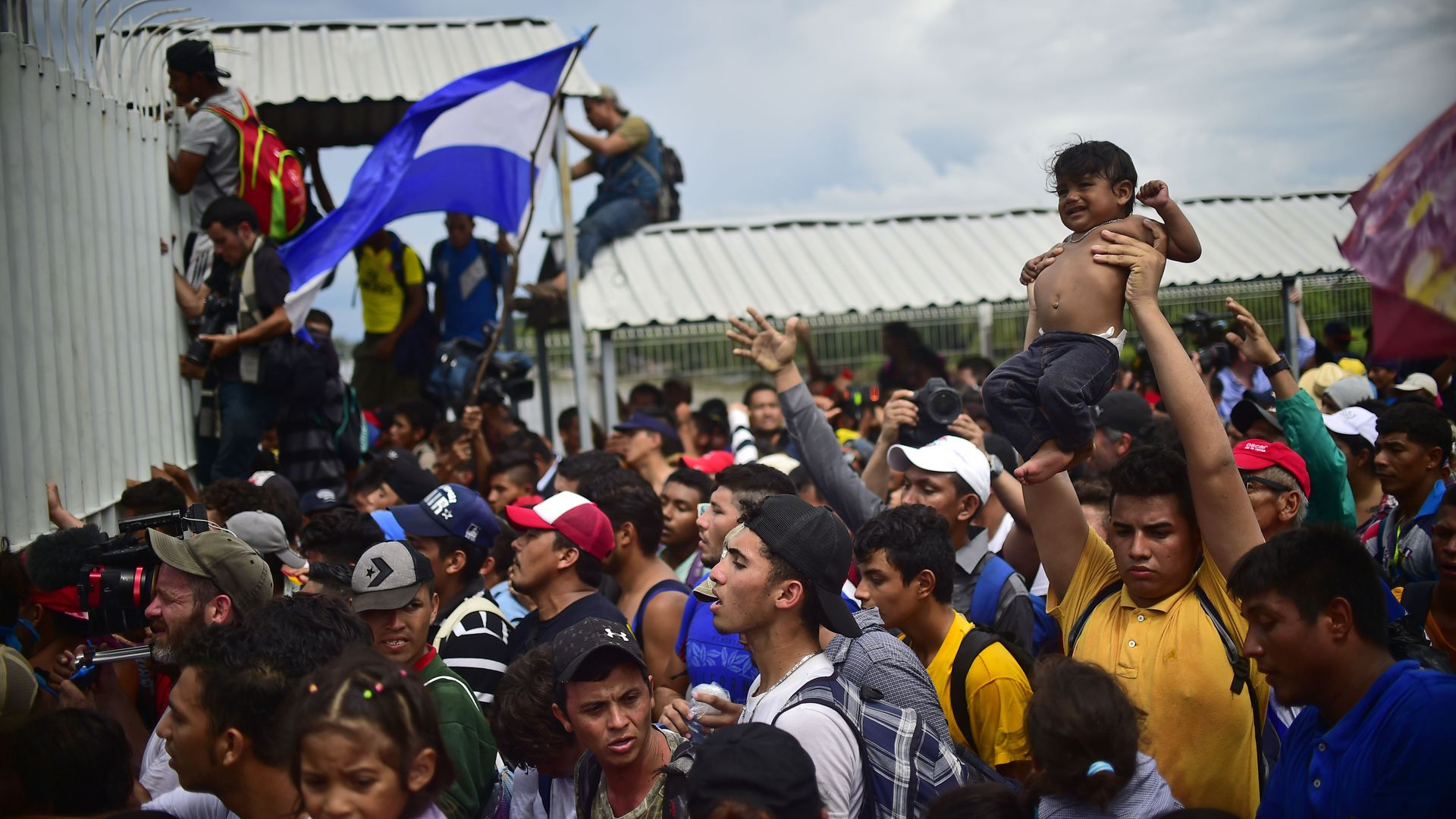 Hondurans in caravan jump the gate to Mexico