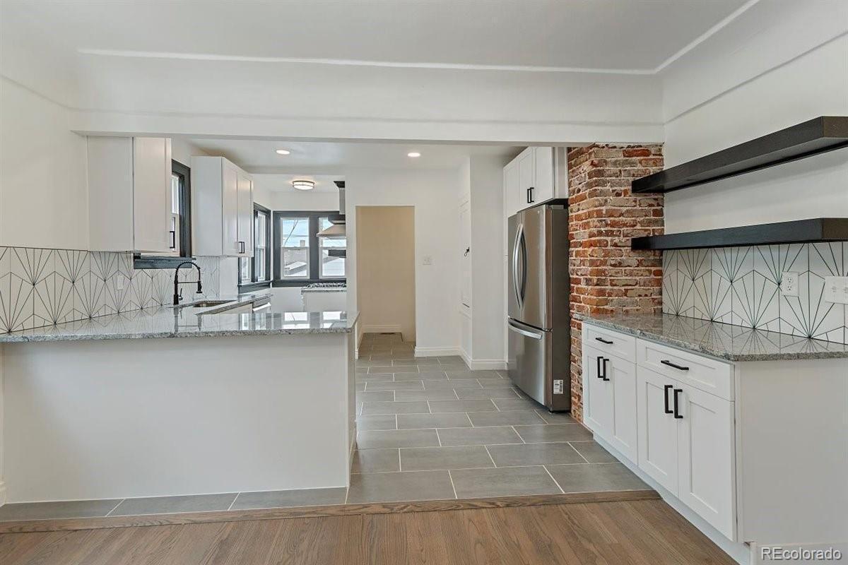 3539 N. Vine St. kitchen