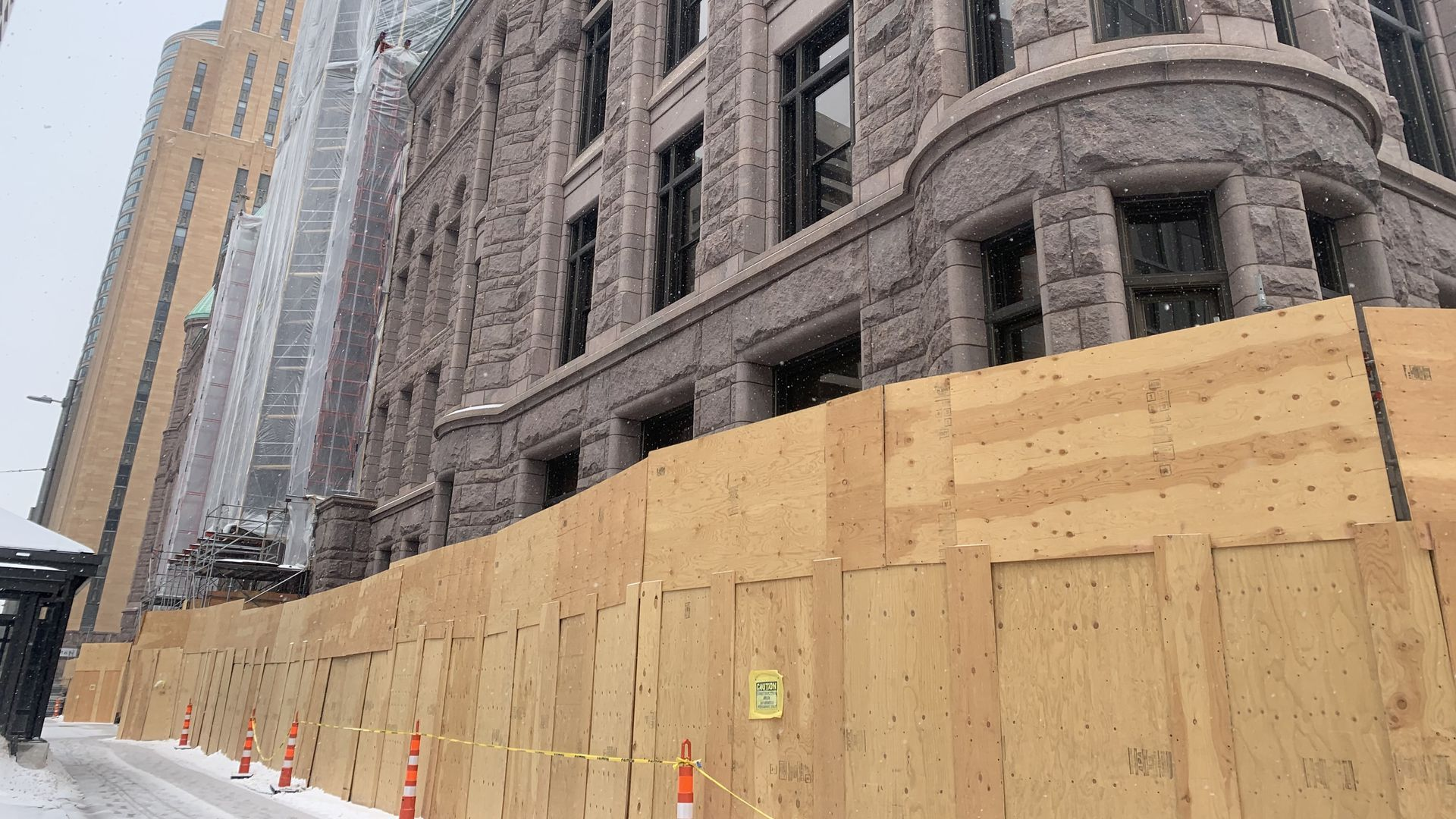 Picture of Minneapolis City Hall surrounded by barricades