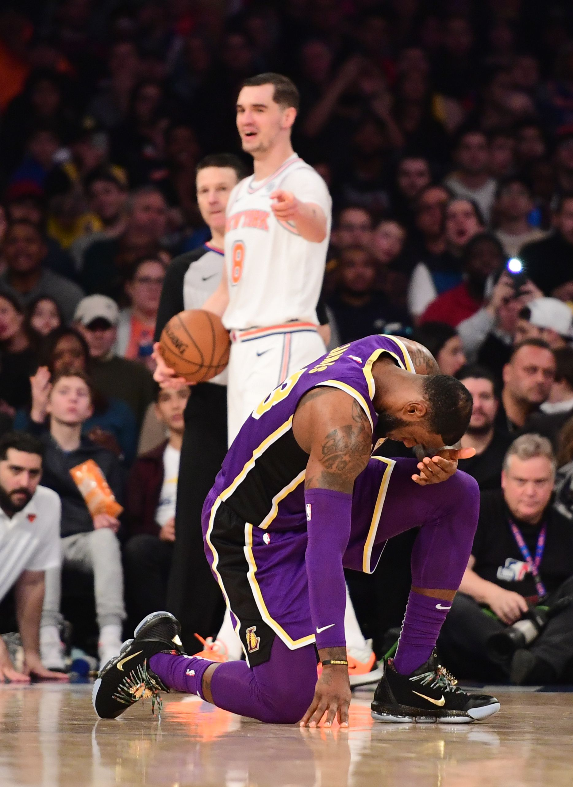 LeBron James kneeling, Mario Hezonja laughing at him
