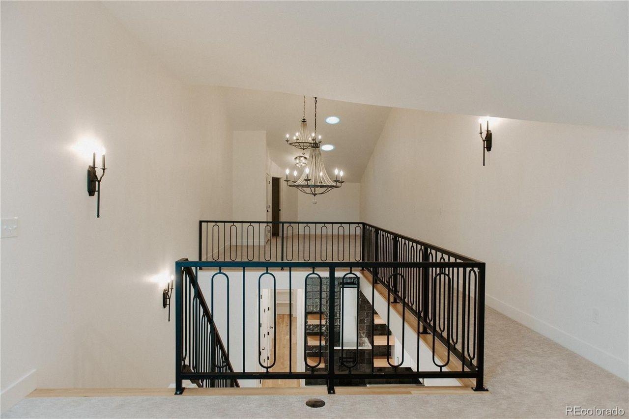 475 N Galapago St #5, railing