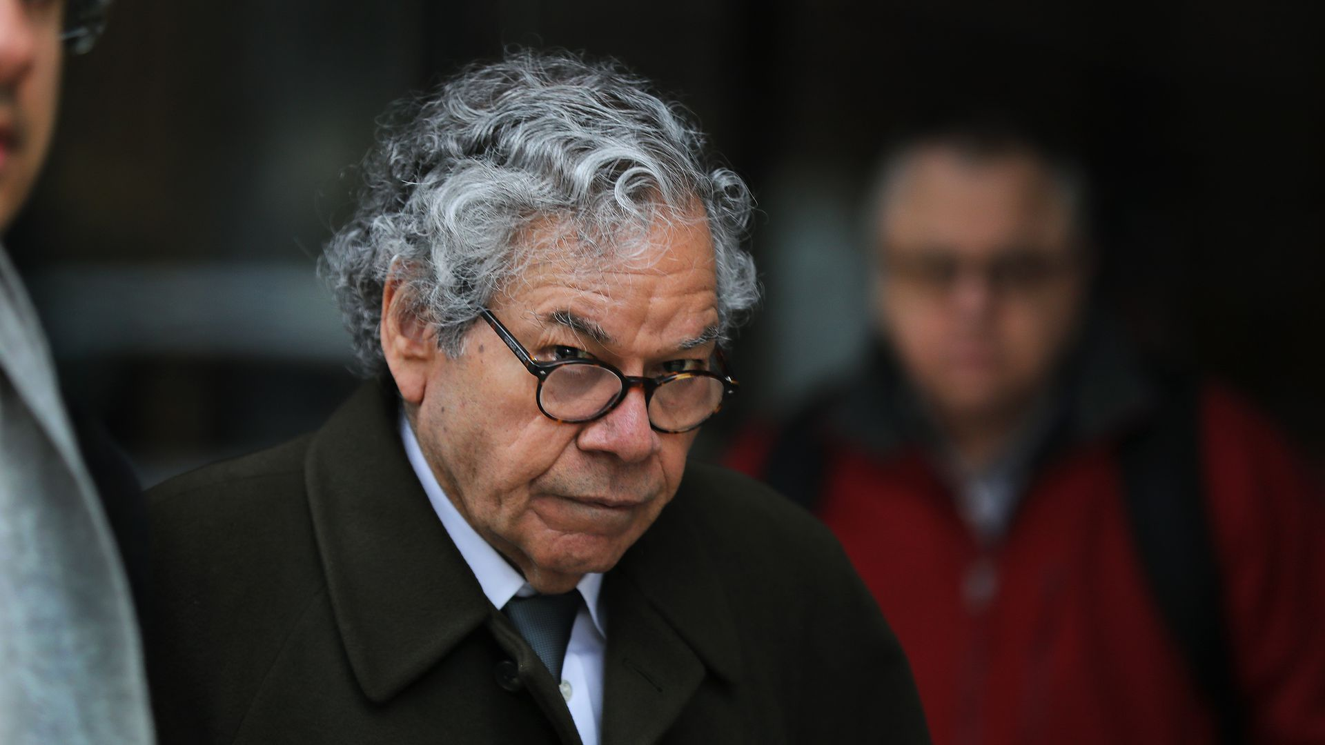 Insys Therapeutics founder John Kapoor walks outside a courthouse.