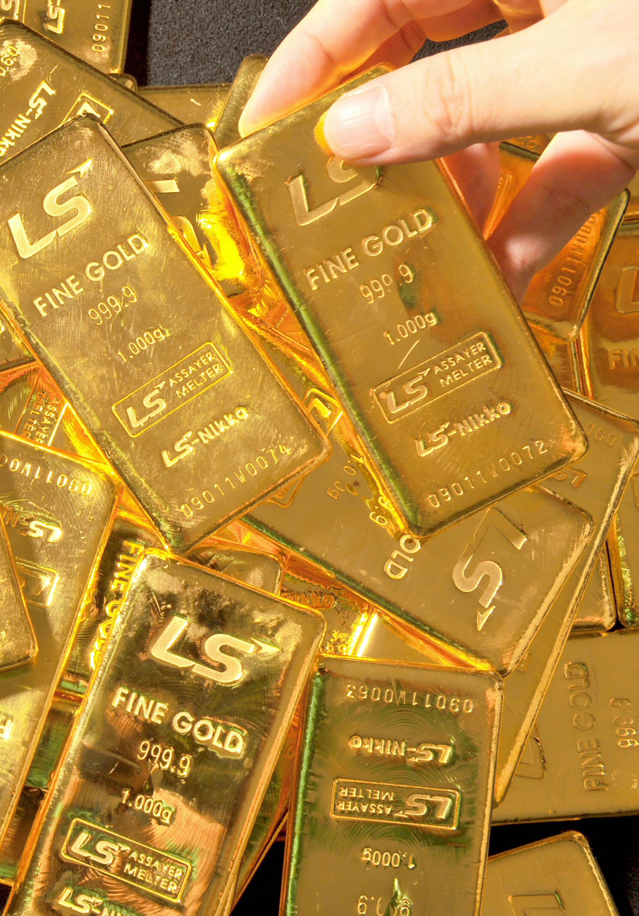 Gold rising with stocks, yen falling with bond yields - Axios
