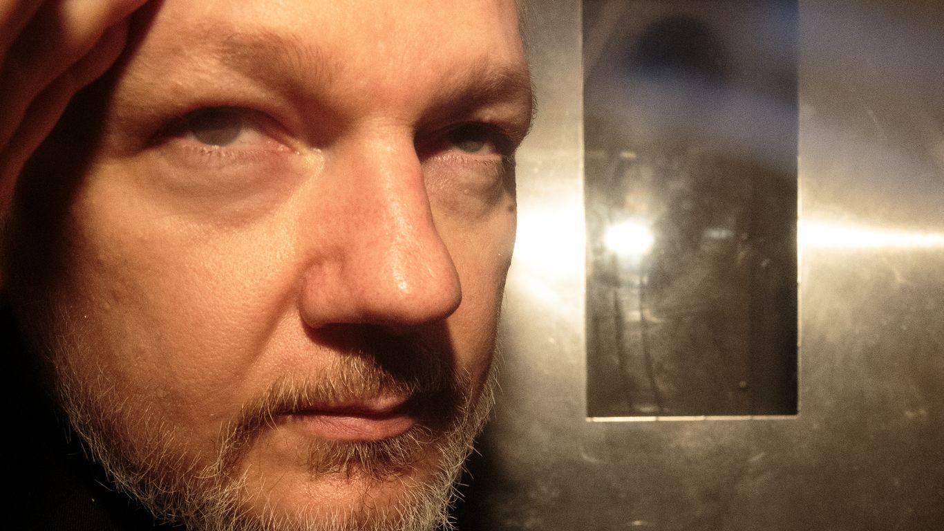 Julian Assange - cover