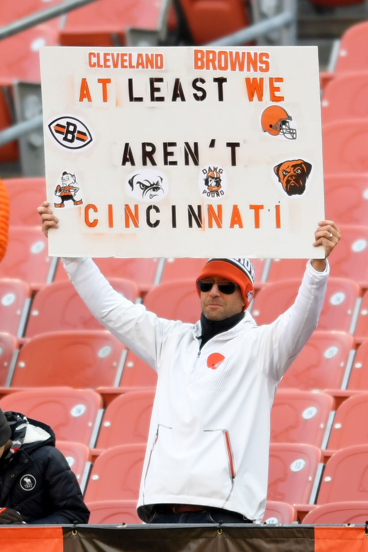 Browns fan holding up a sign