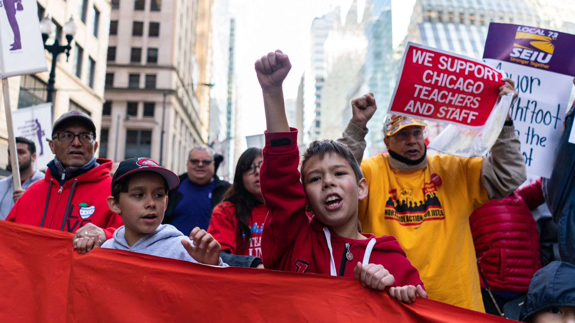 Protesters gather to support Chicago teachers