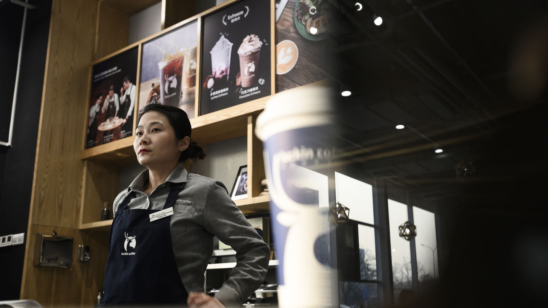 Starbucks shareholder backs Chinese rival Luckin