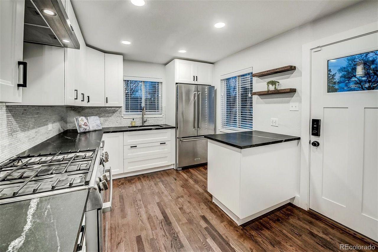 3501 Newton St kitchen