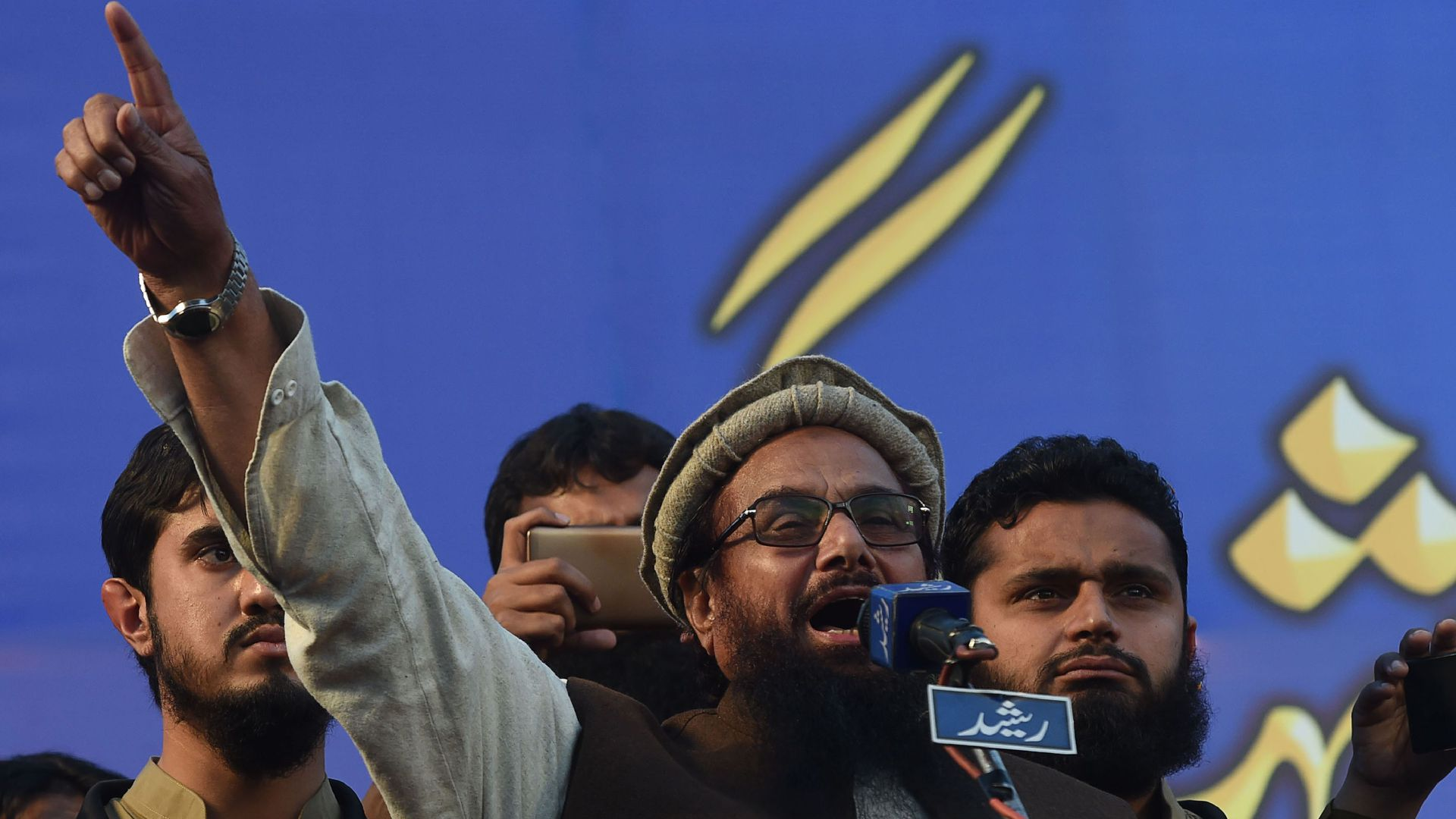 Hafiz Saeed speaking before a crowd