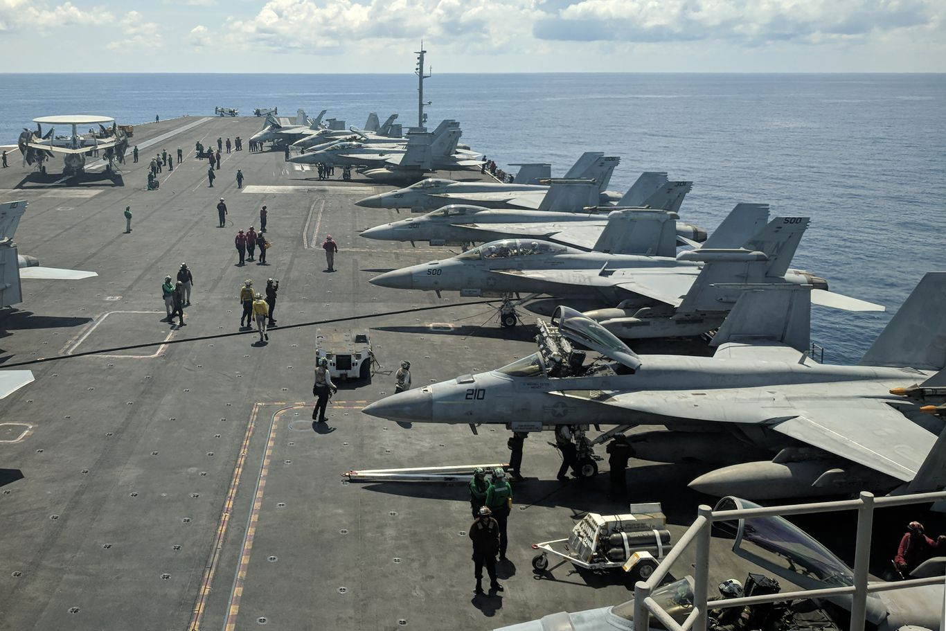 Two U.S. aircraft carriers head to South China Sea thumbnail