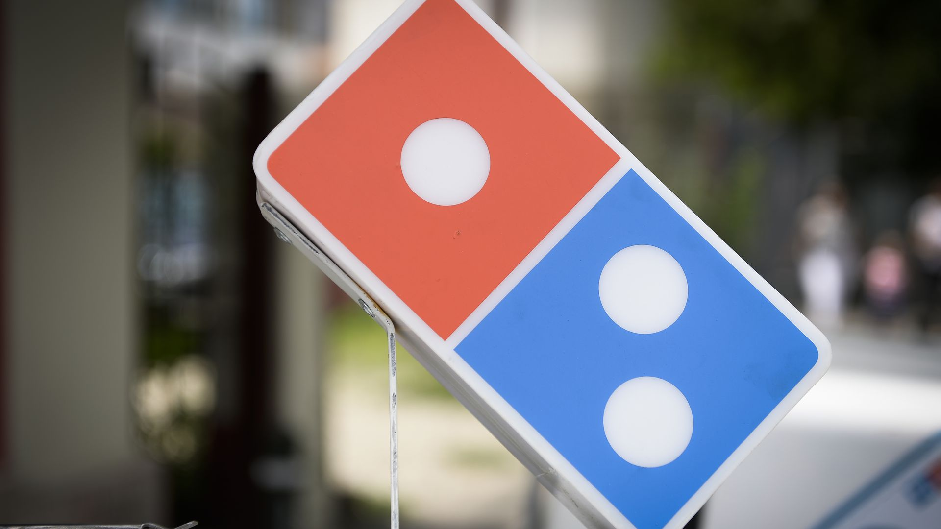 A Domino's Pizza logo on top of a car
