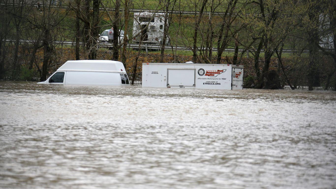 Nashville mayor declares emergency after deadly flooding thumbnail